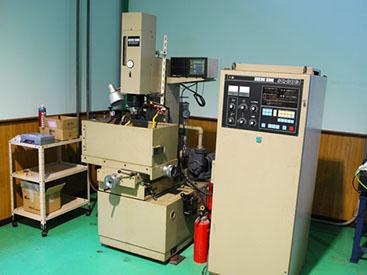 放電加工機